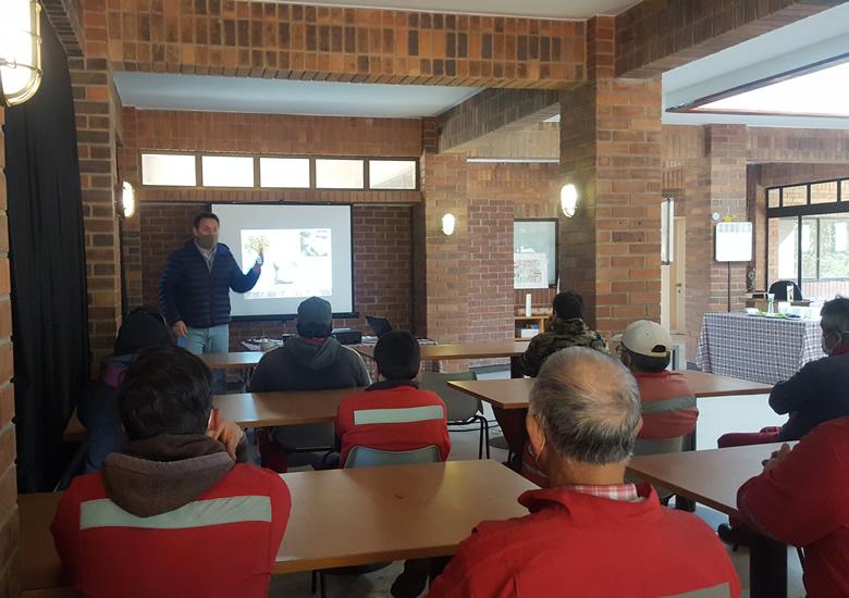 Ciclo de charlas formativas para los trabajadores del Club